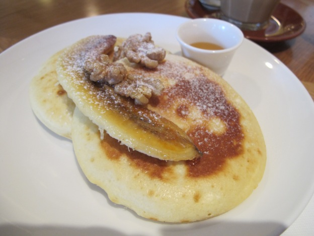 RICOTTA PANCAKES WITH CARAMELISED BANANA, CANDIED WALNUTS AND PROVIDORE YELLOWBOX HONEY