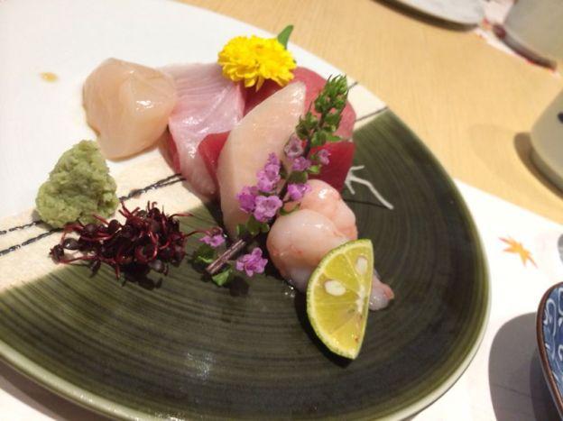 Assorted Sashimi (with prawns)