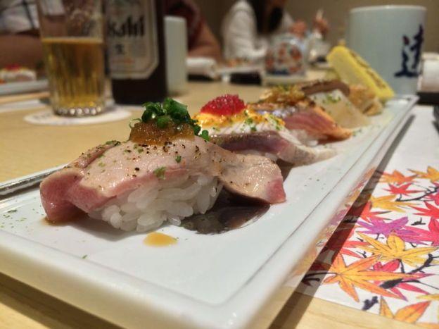 Assorted Aburi Sushi : Salmon Aburi,