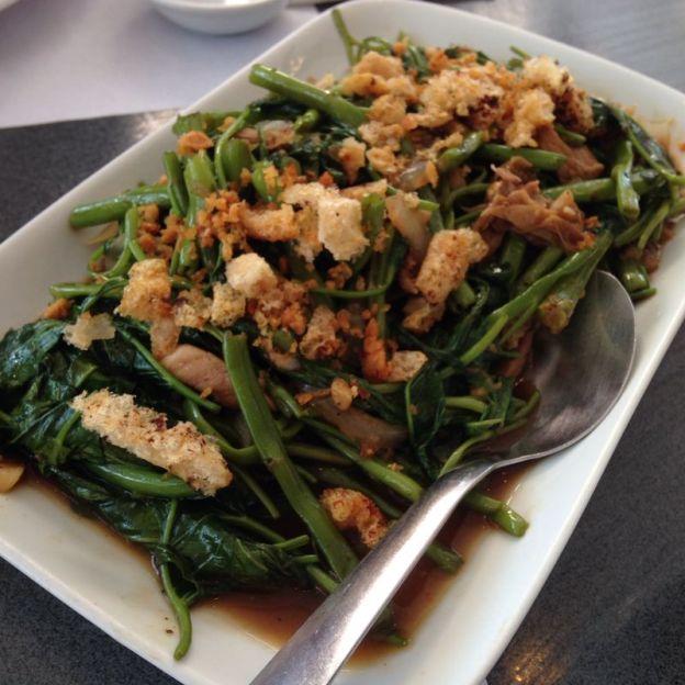 Kang Kong fried in Pork skin/meat