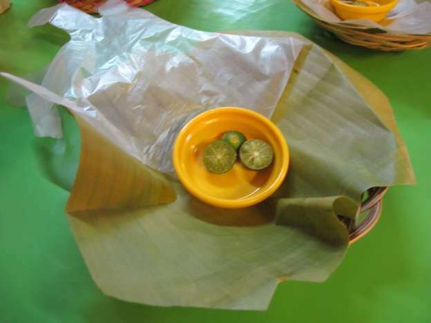 1 plastic glove and lime, banana leaf as plate